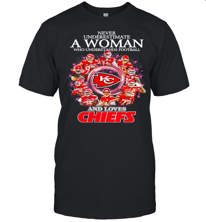 2021 Never Underestimate A Woman Who Understands Football And Loves Chiefs shirt Classic Men's T-shirt