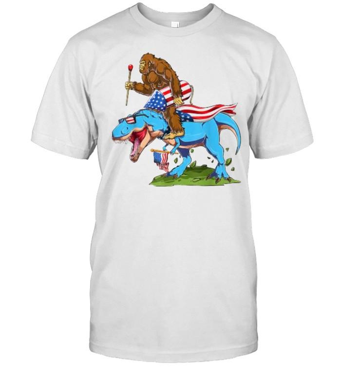 Bigfoot riding Dinosaur USA Flag 4th of July America T- Classic Men's T-shirt